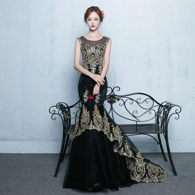 ウェディングドレス 黒リボン