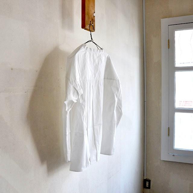 シャツでは珍しいプルオーバーです。