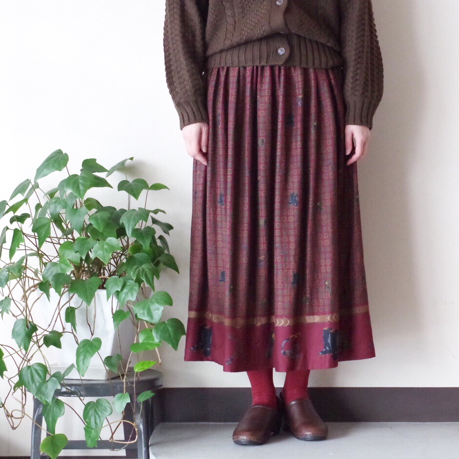 個性的で品のある柄のスカート