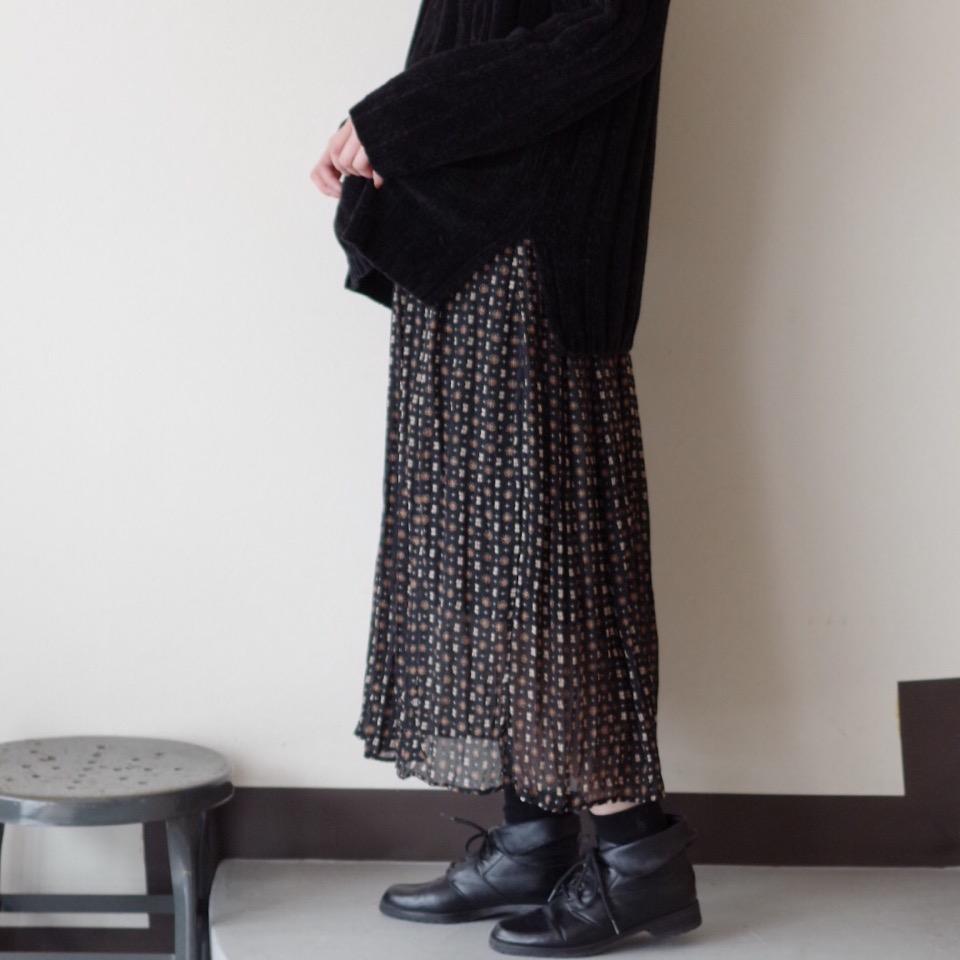 寒い季節でもシフォンスカートは可愛く着こなせる♩