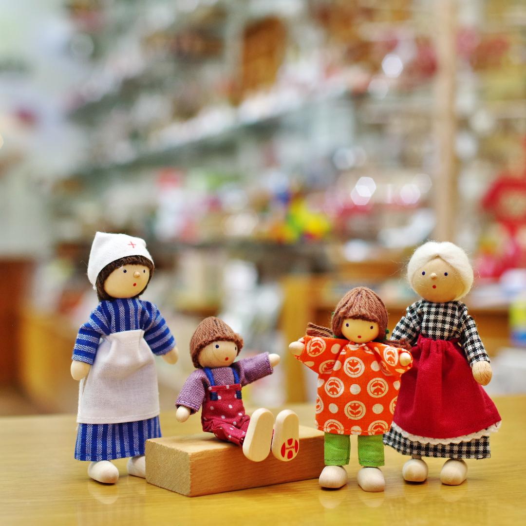 ヘアヴィック社のかわいい人形たちが再入荷しました