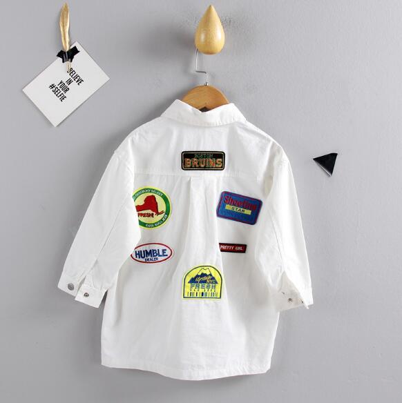 【子供服】ワッペンがたくさん!カジュアルオーバーシャツ