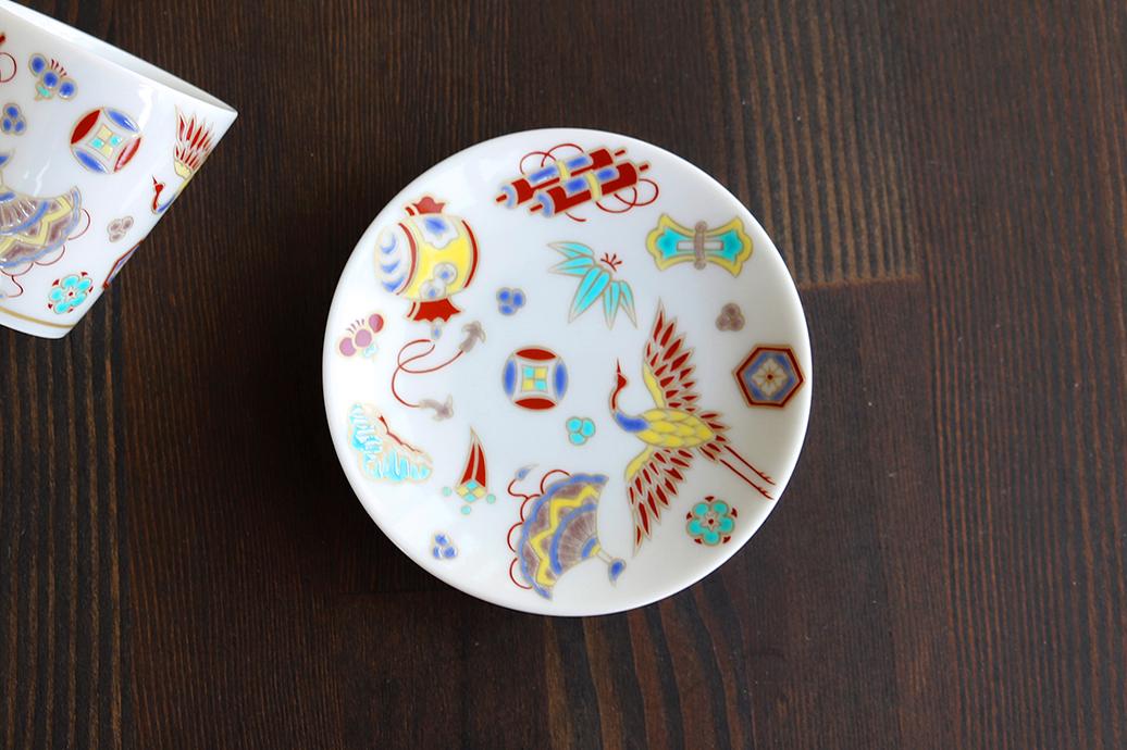 九谷焼の豆皿「宝尽くし」 カラフルでかわいい!日本伝統の縁起の良い柄を!