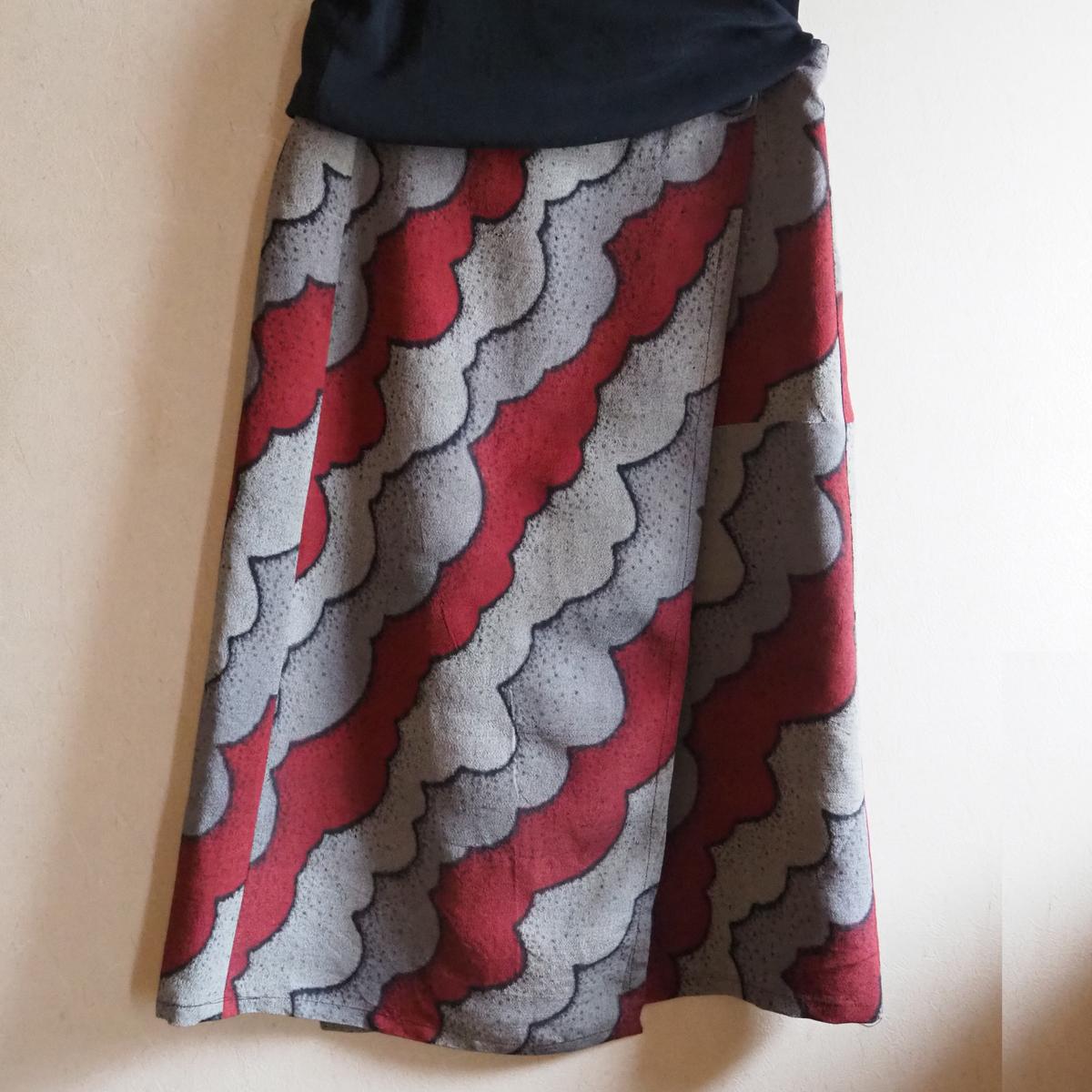 アンティーク雲模様のモダンな美ラインラップスカート