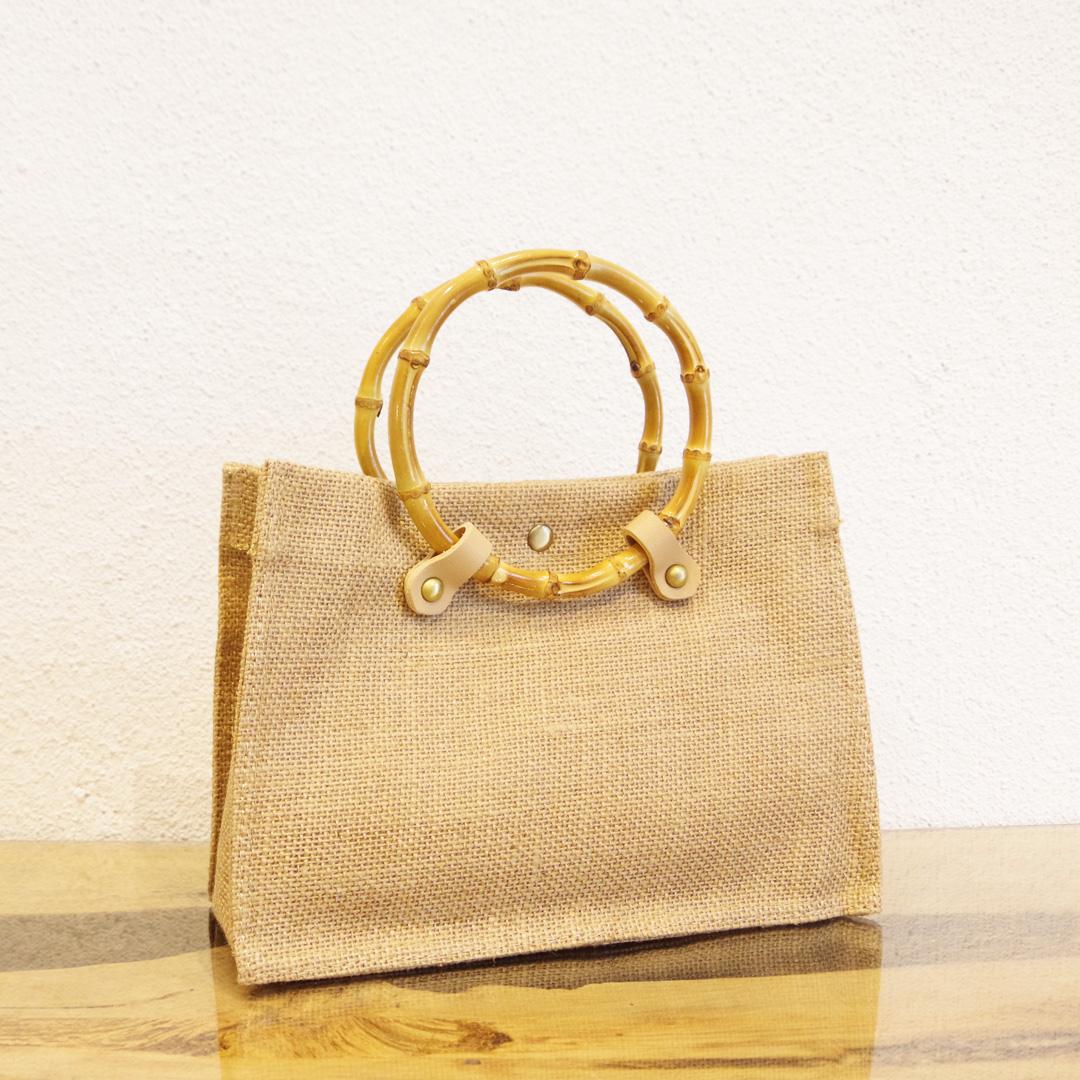 夏の気分にぴったりハマる、Bamboo Handle Bag