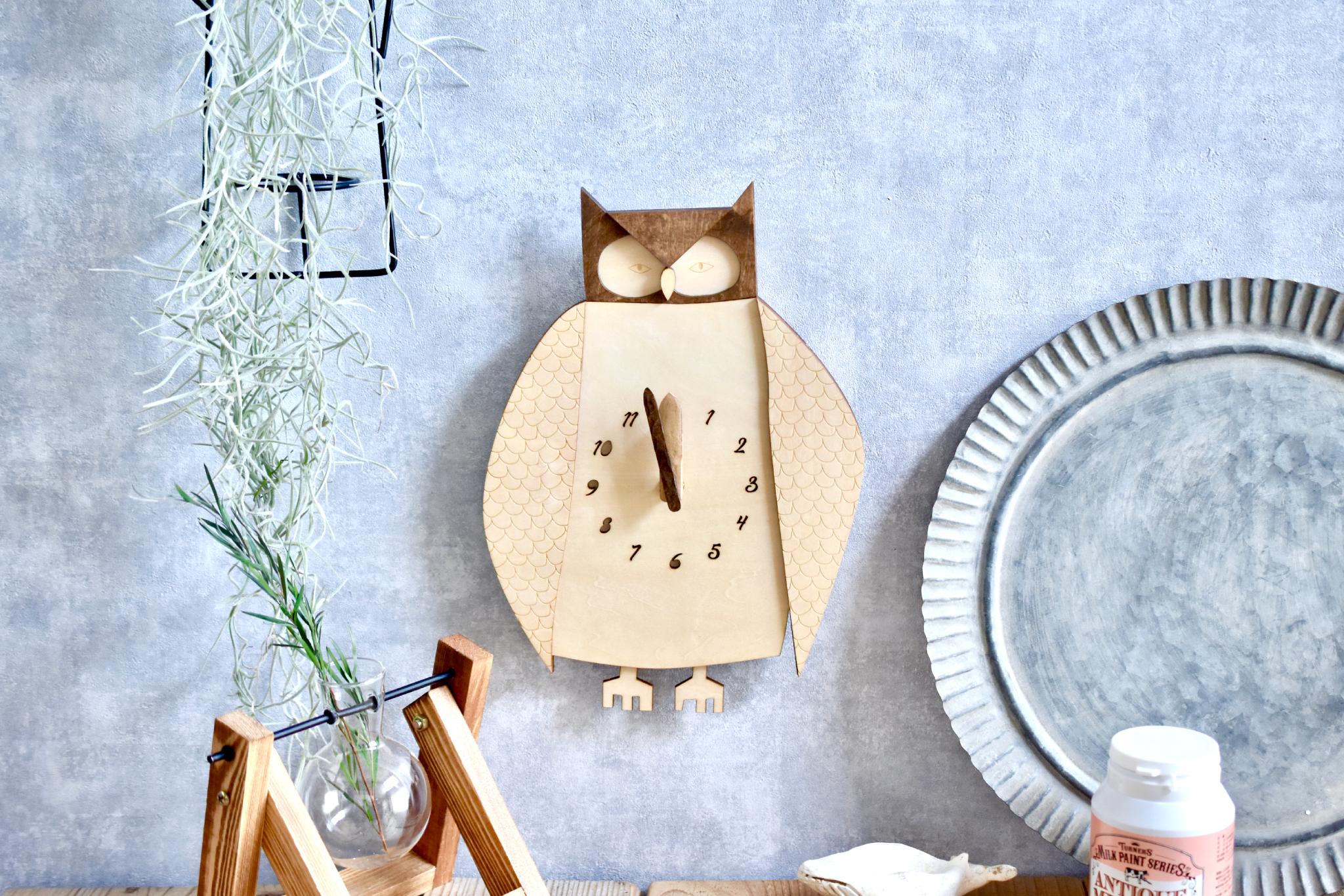 日一日と深まる秋の夜長、フクロウをモチーフにした掛け時計をお供に読書しませんか?