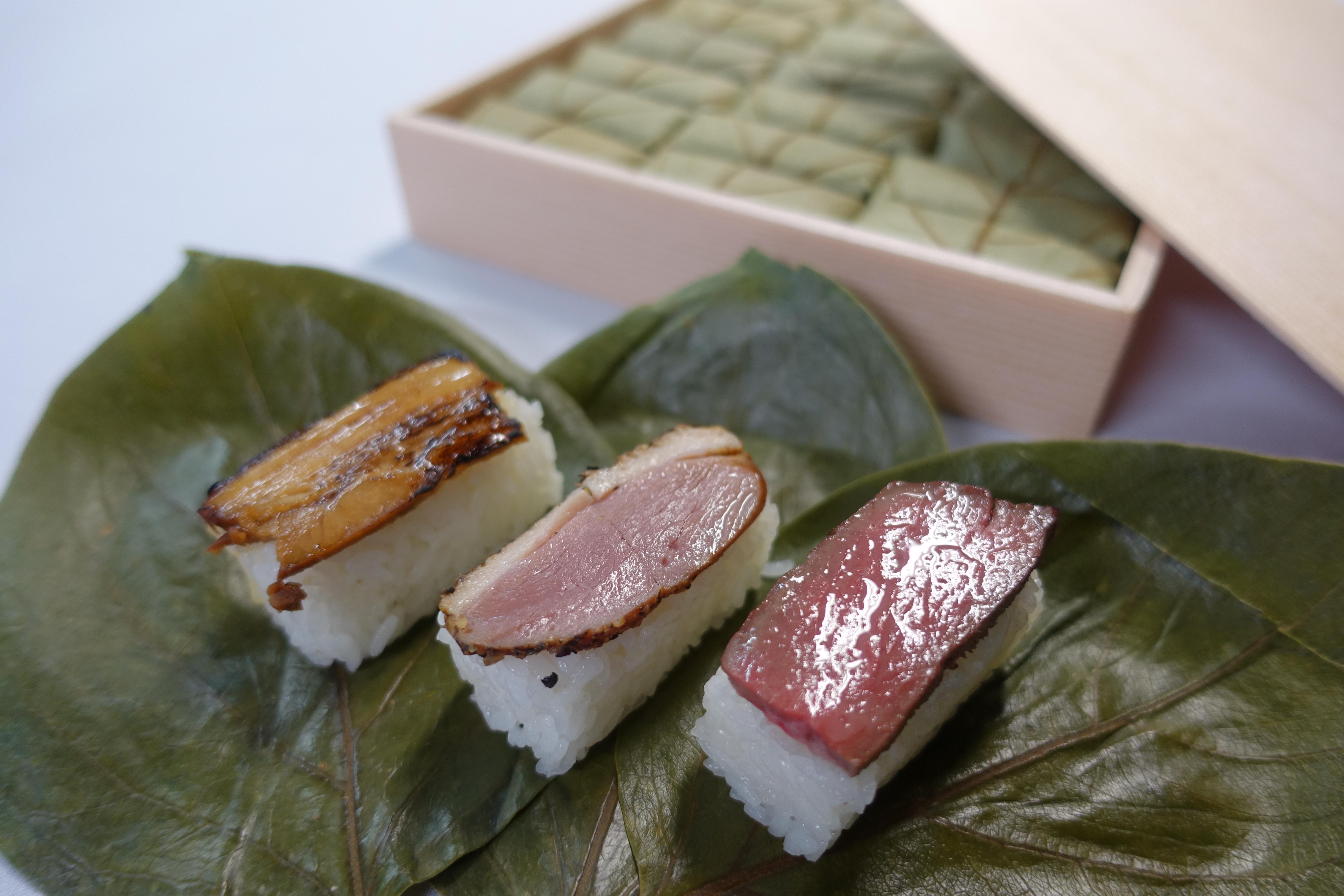『外出自粛応援』。贈り物に【24個入 柿の葉肉寿司】もちろん期間中送料無料。
