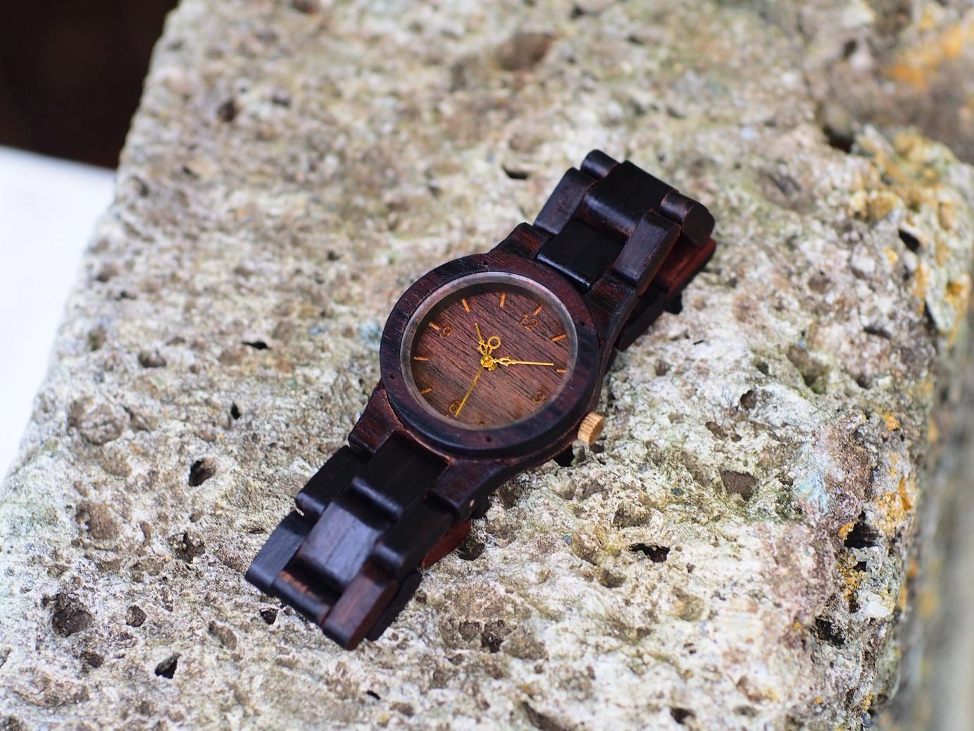 三つ折りベルトの木製腕時計。博多阪急催事中。