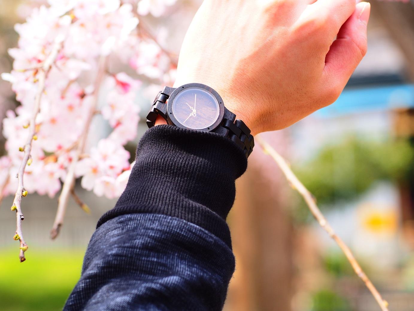 """日本人の職人が作る唐木三大銘木""""黒檀""""の腕時計"""