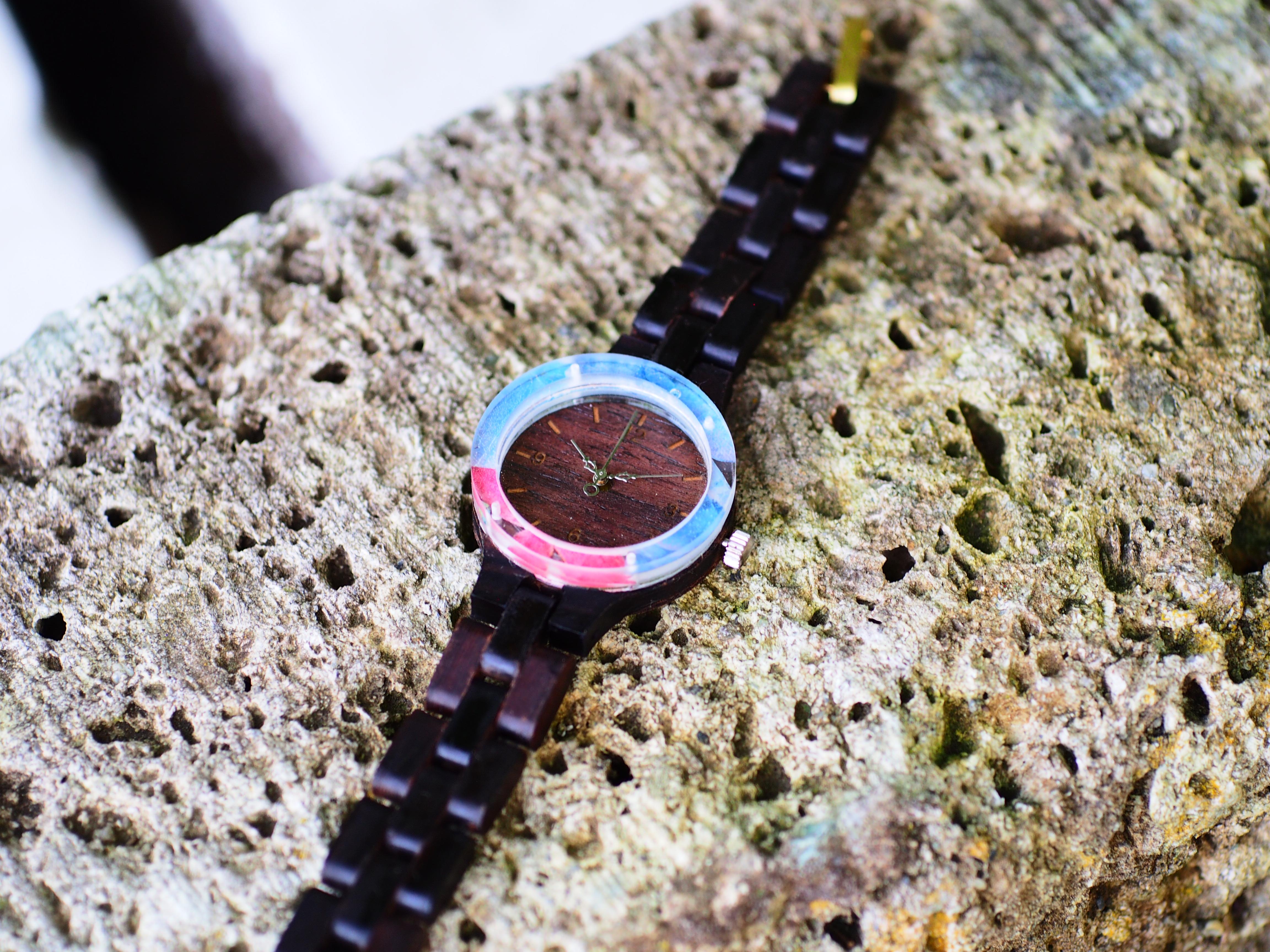 見たことない押し花木製腕時計