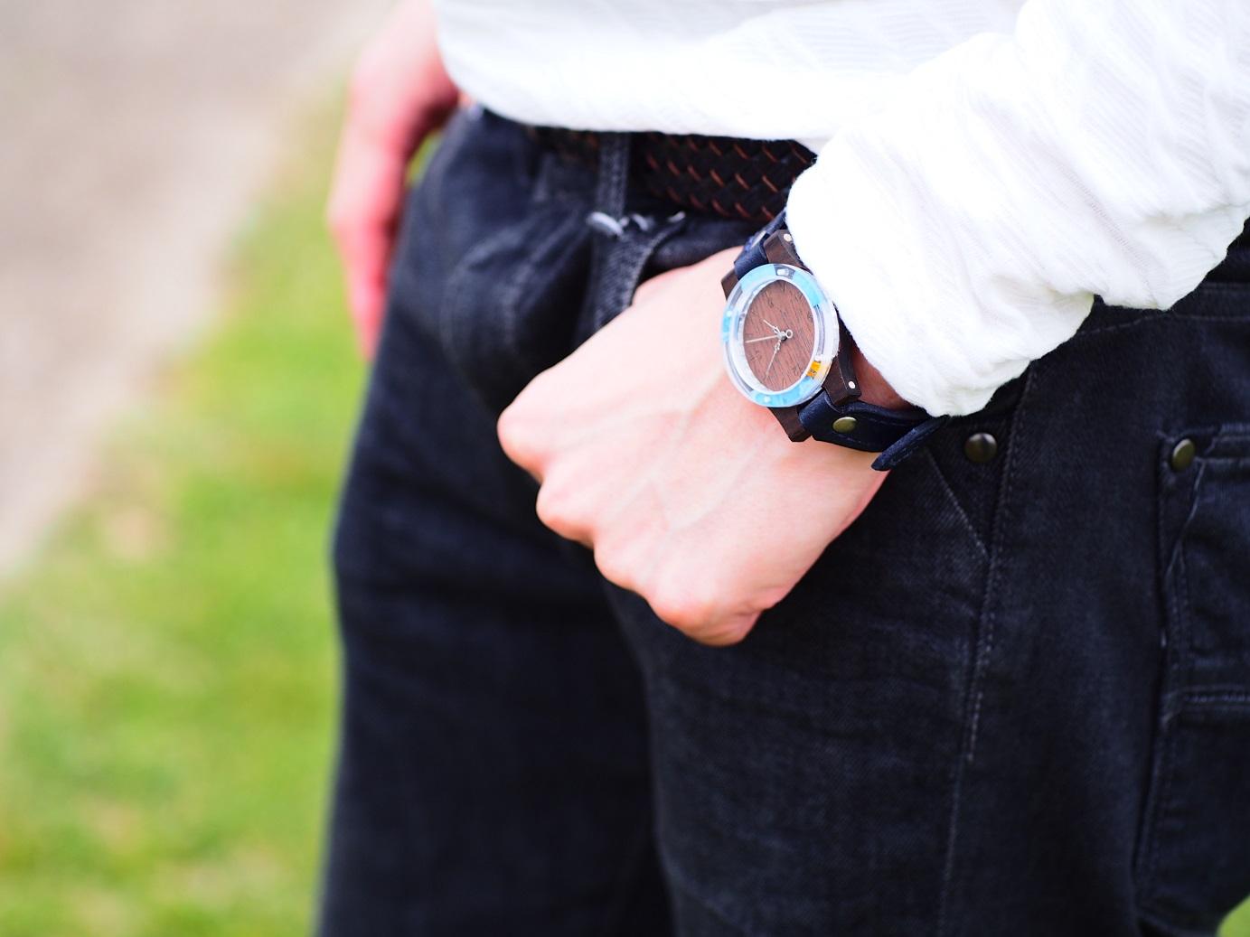 青色が奇麗すぎる押し花木製腕時計