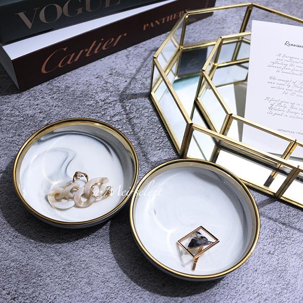 テーブルにもお部屋の収納にも万能なゴールドライン×マーブルミニプレート☆.。.:*・