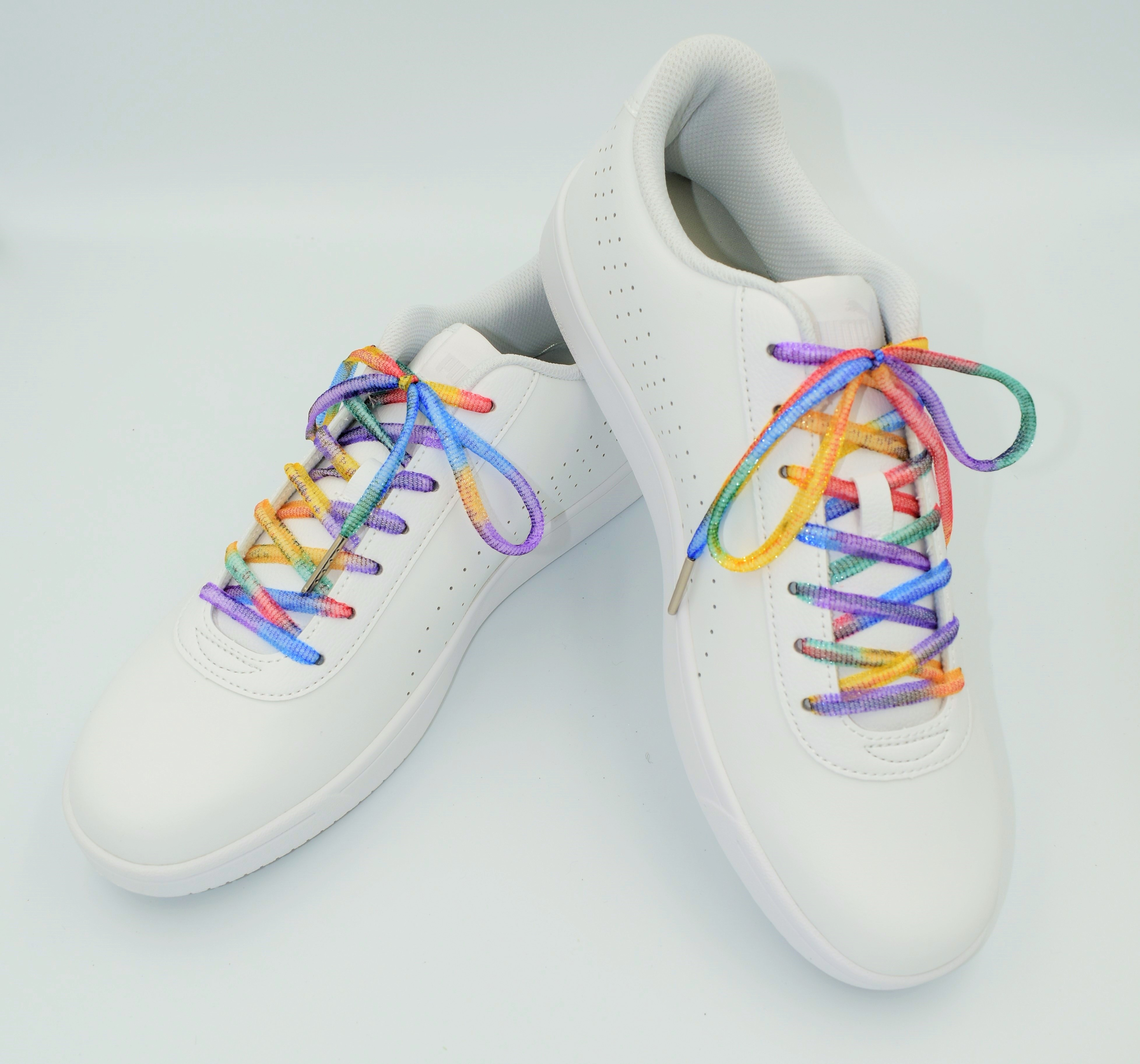 ちょい足しで足元をおしゃれに!スニーカーに合う虹色靴紐!