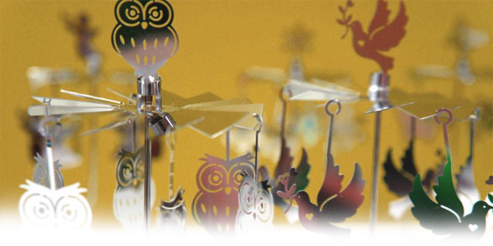 キャンドルに火を灯すと傘が回り出し幻想的な世界を作るロータリーキャンドルホルダー。