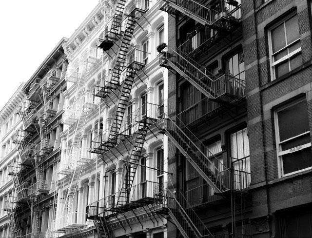 映画でよく見るアメリカの住宅の非常階段。