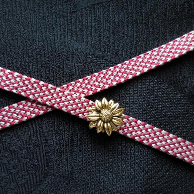小さな小さな帯留め アンティークゴールドのひまわりの花でワンポイント!