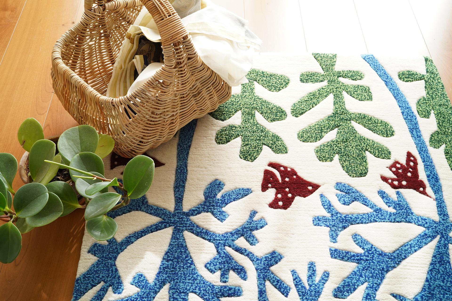 ネパールで手紡ぎ手織りで作られる羊毛100%のラグマットです。