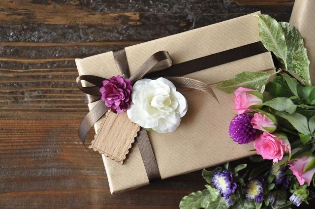 【迷ったらコレ】50代のお母さんの誕生日に!実用的なものをプレゼントでお母さんも思わず笑顔に!