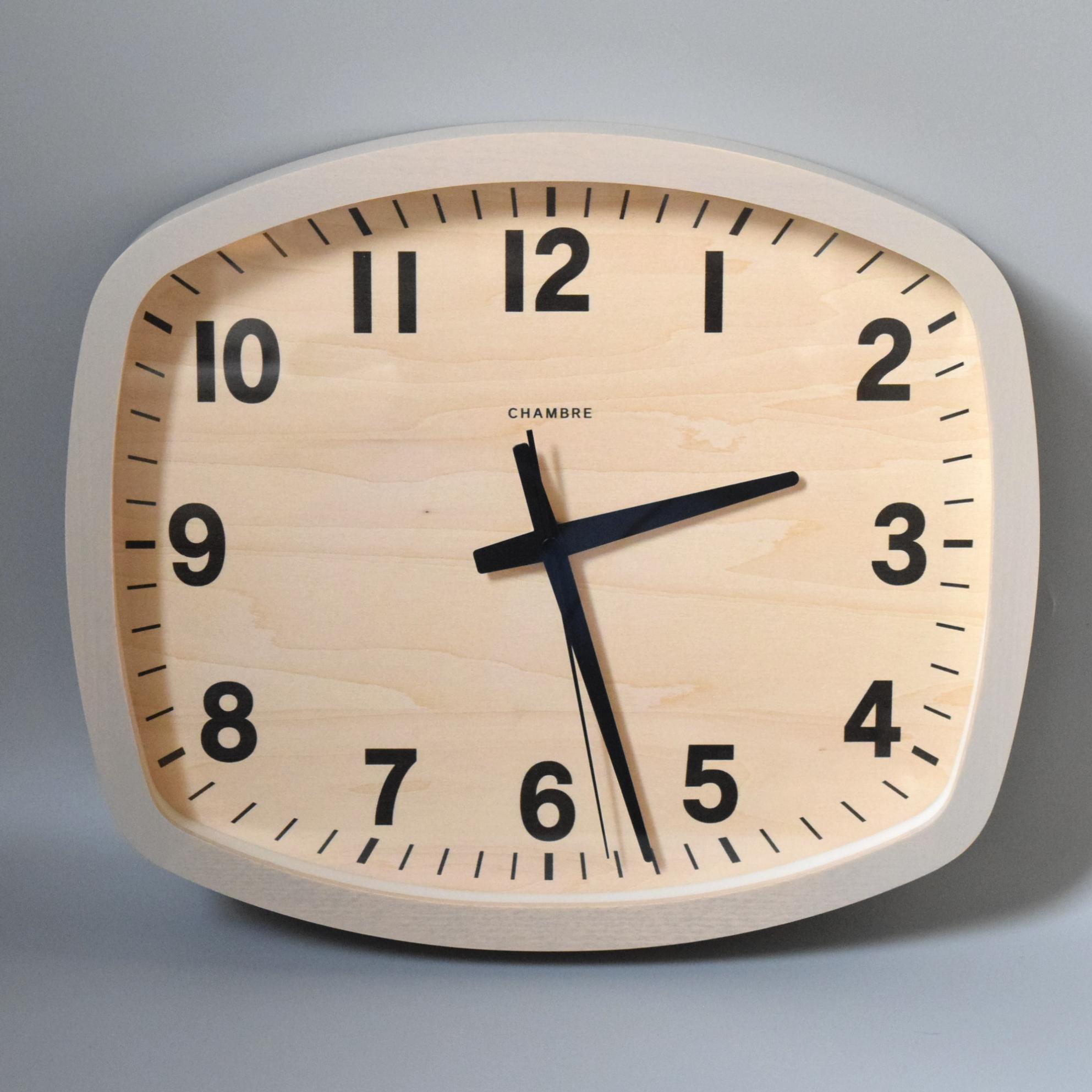 どんなシーンにも合う見やすい掛け時計