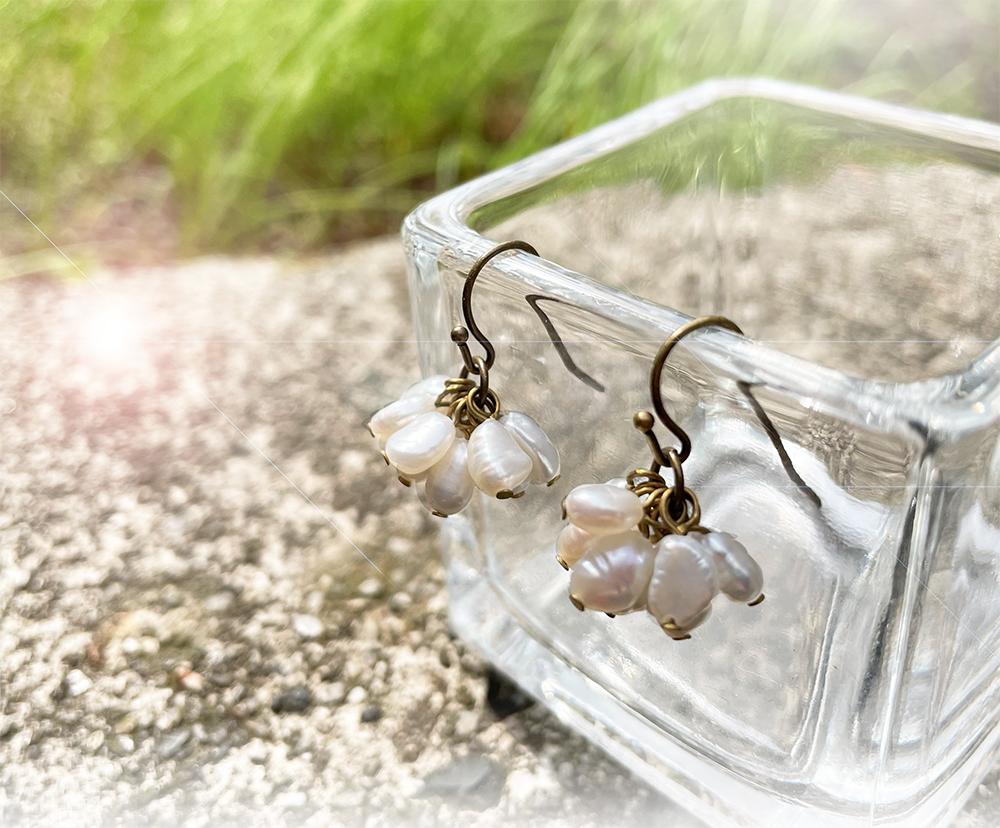 【Arunen】《ひとつひとつ違う自然のカタチが馴染む》淡水ケシパールのピアスの魅力!
