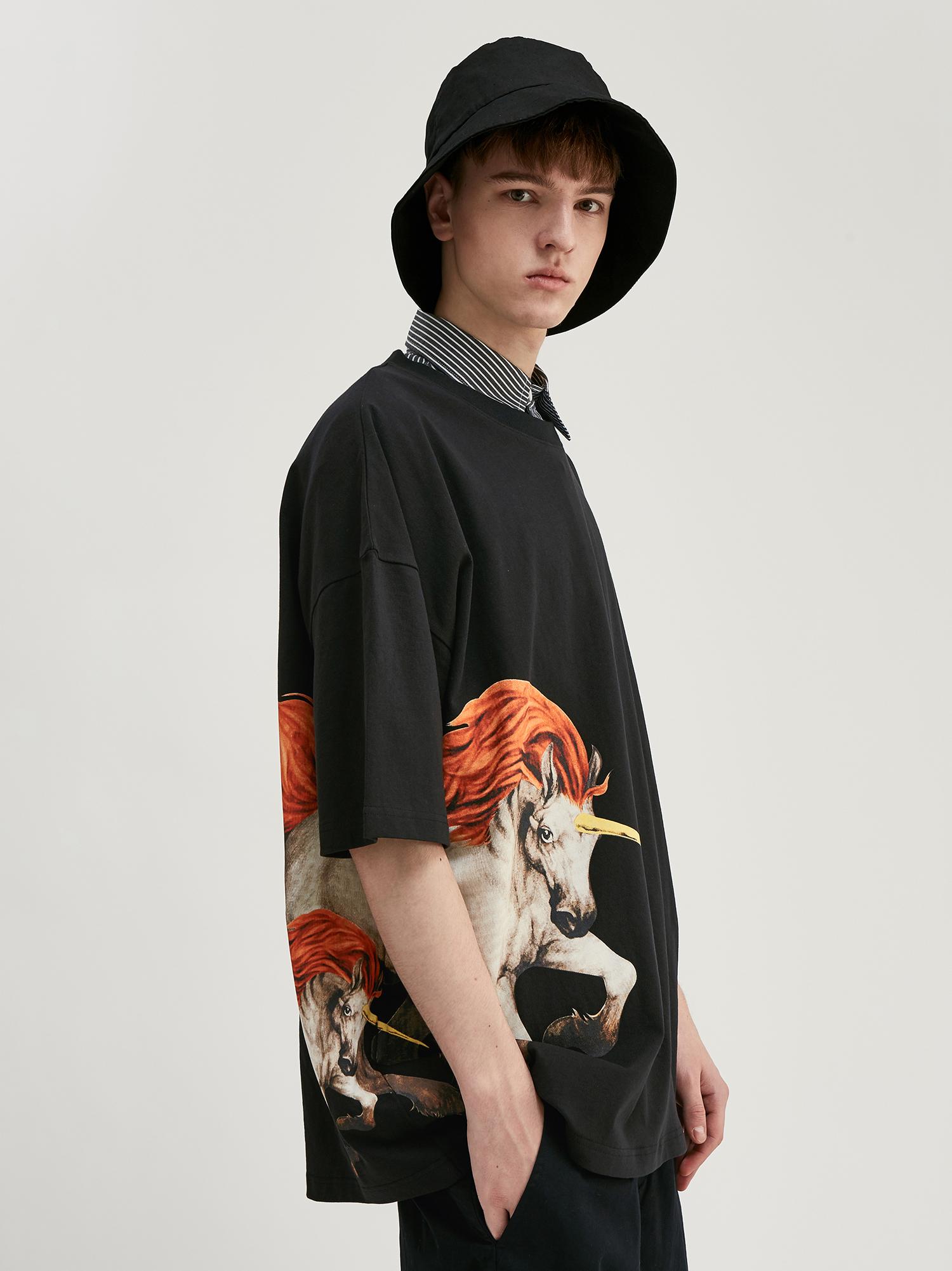 【BOE】ユニコーンがインパクトのあるTシャツ