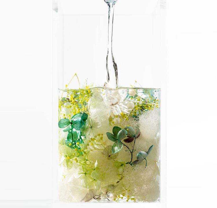 インテリアにおすすめ。お気に入りの空間に花を彩るハーバリウムオブジェ