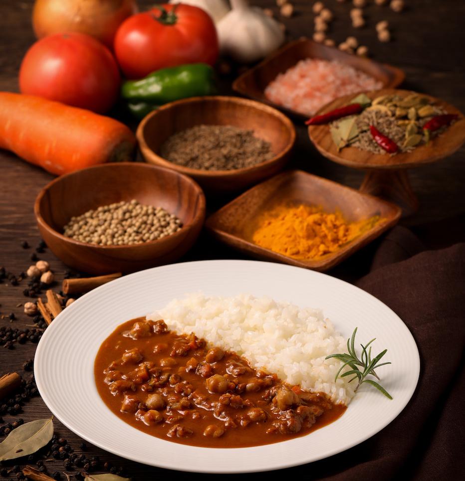 ダイエット中もカレーを食べたい!100%植物素材・カロリー控えめ・たんぱく質たっぷりレトルトカレー