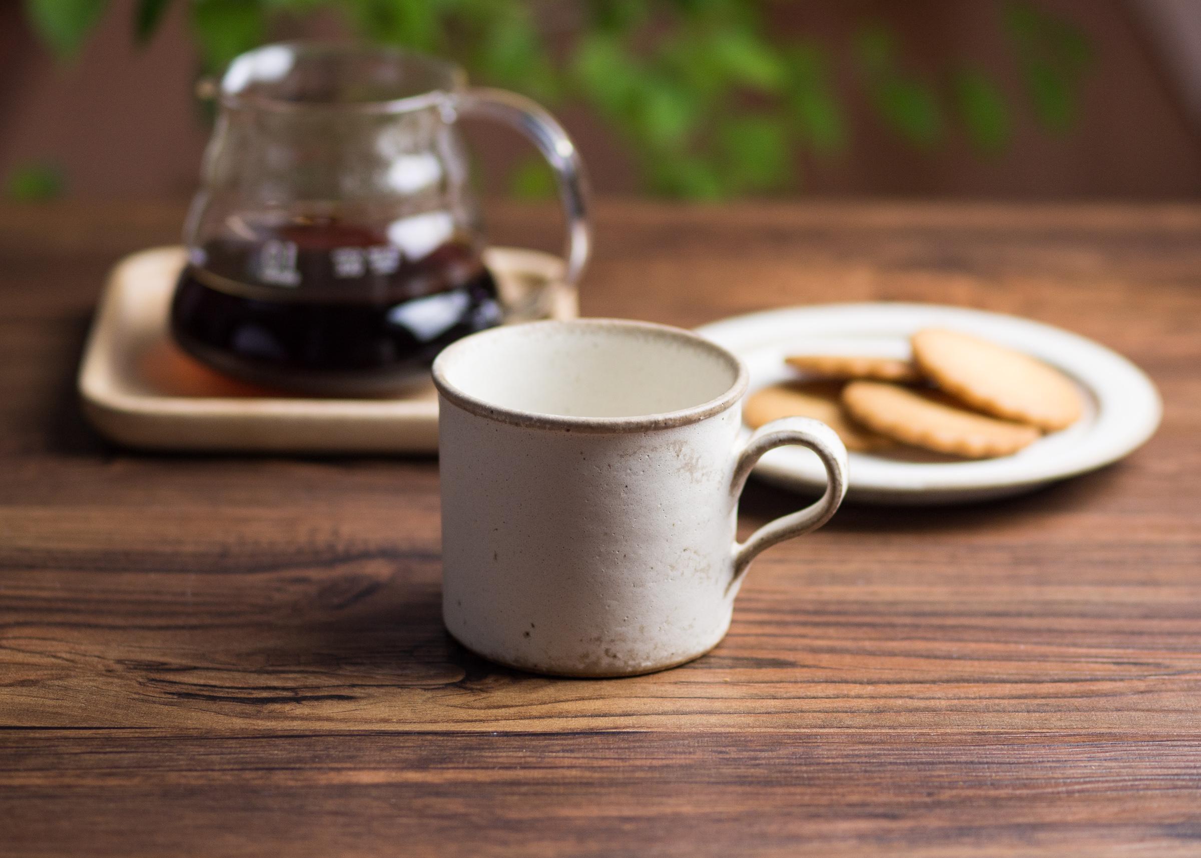 しっとりマットな白がカワイイ!コーヒーカップ。まるでシュガーコーティングのお菓子みたい!
