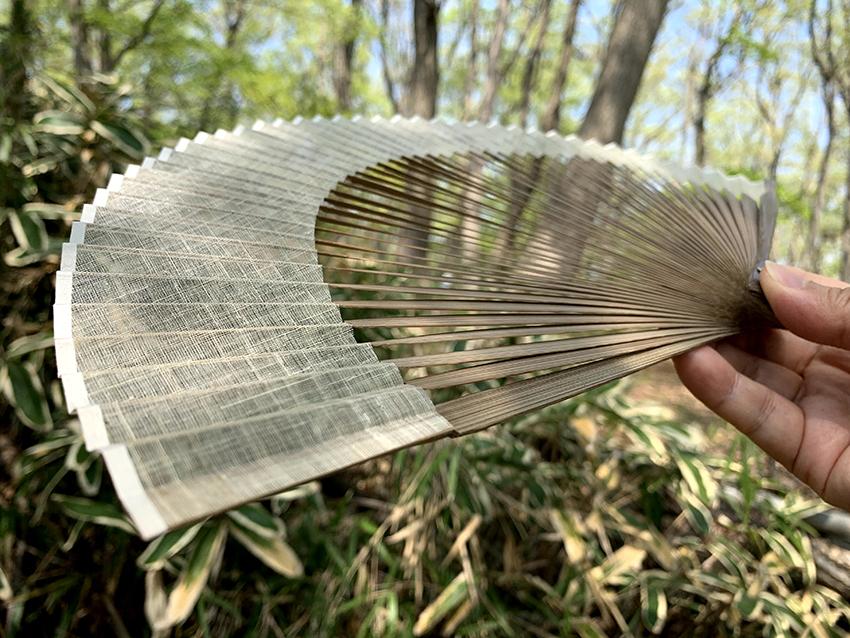 パイナップル繊維の涼し気な扇子 アトリエ・Kinami 久保紀波