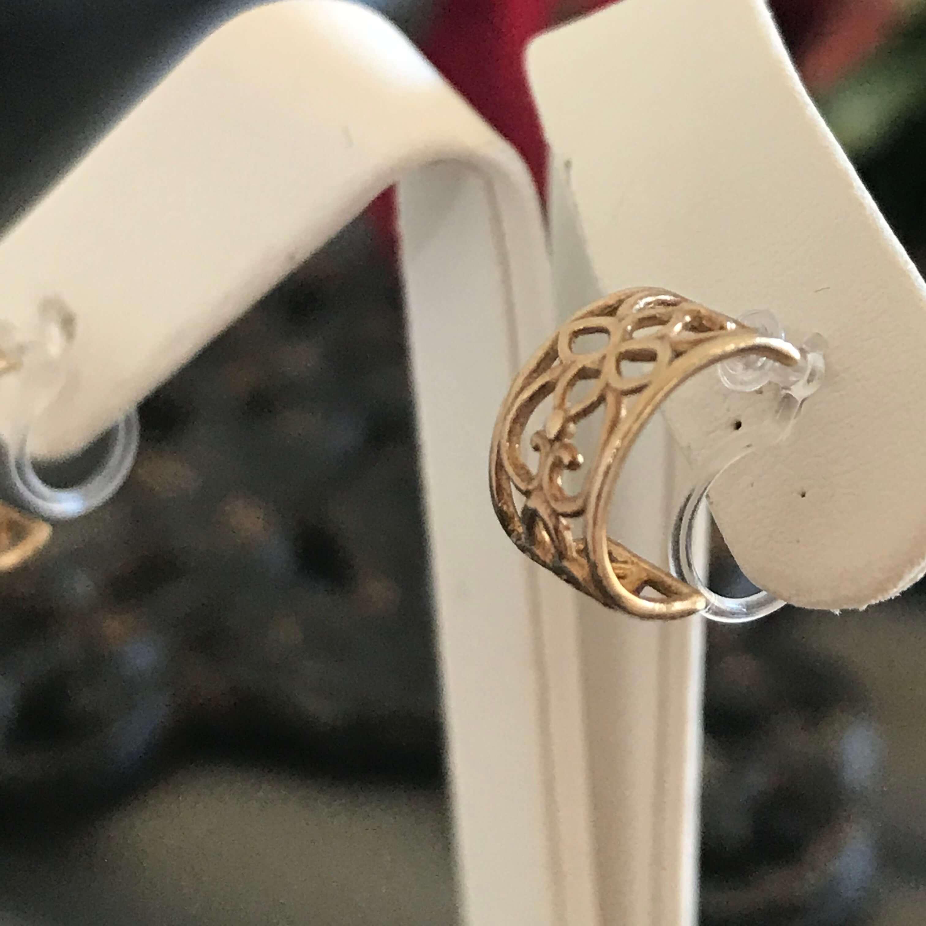 【12月30日までの期間限定販売】エキゾチックな透かし模様ミニフープイヤリングの販売