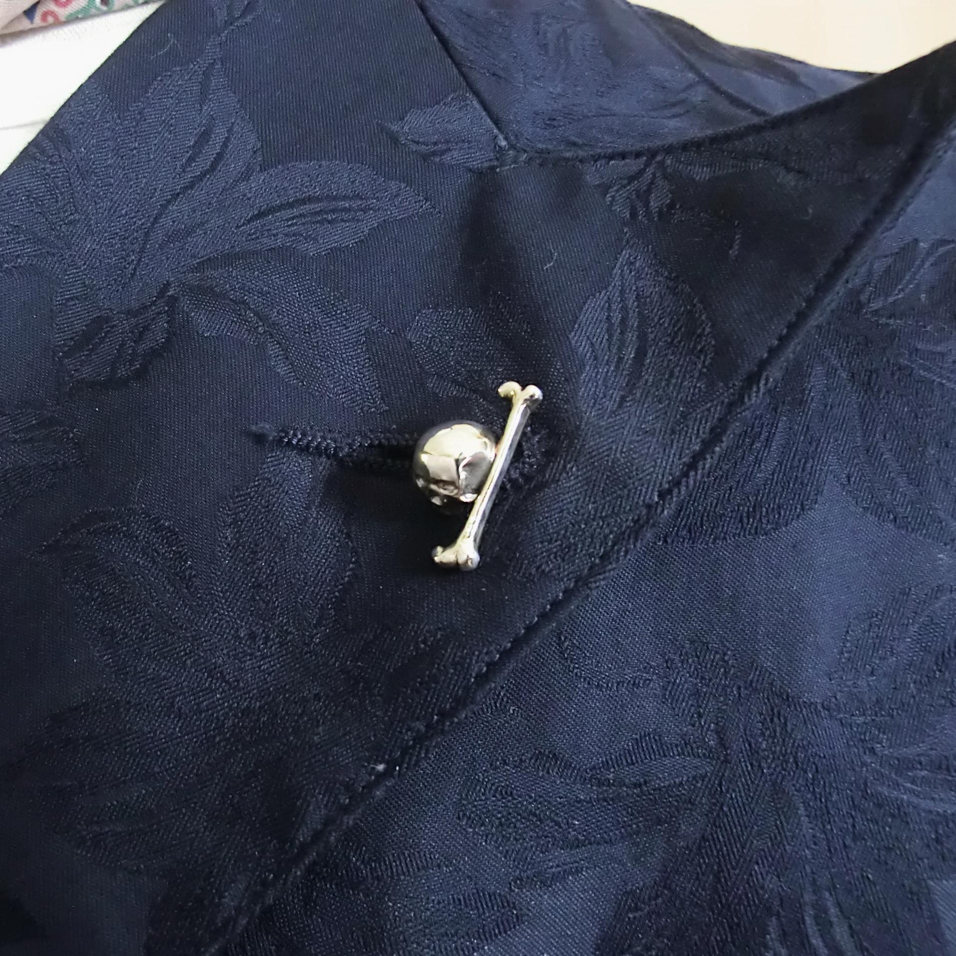 ジャケットやスーツスタイルのハズシ