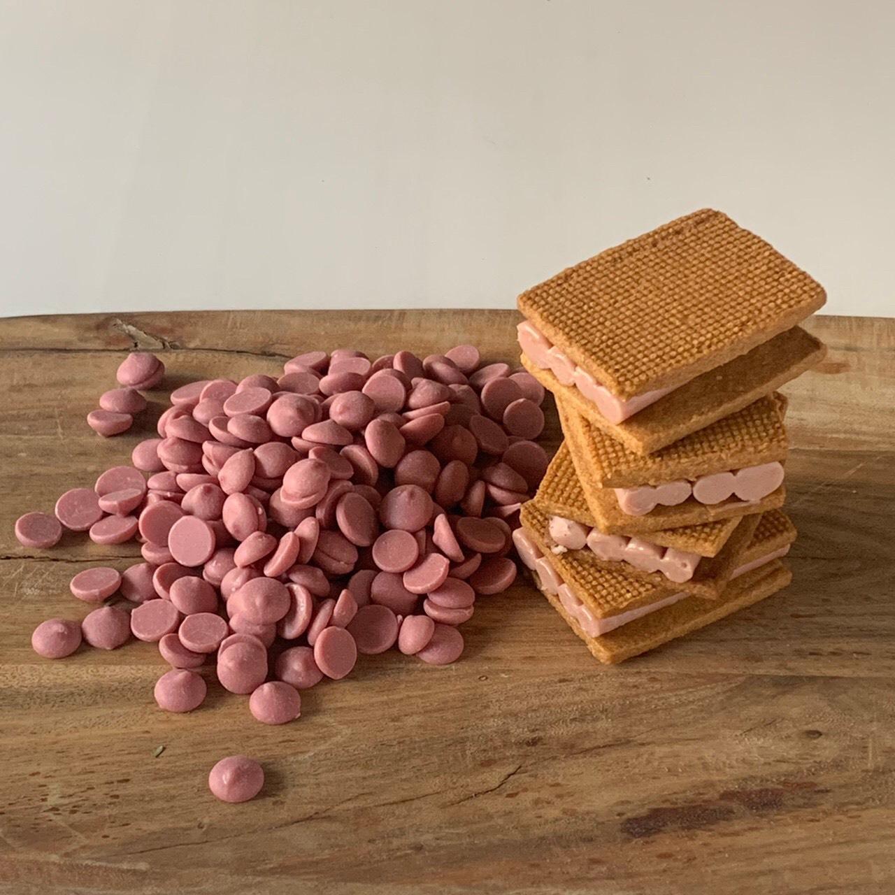 """ビター、ミルク、ホワイトに続く""""第4のチョコレート""""!新登場のキュートなクッキーサンド"""