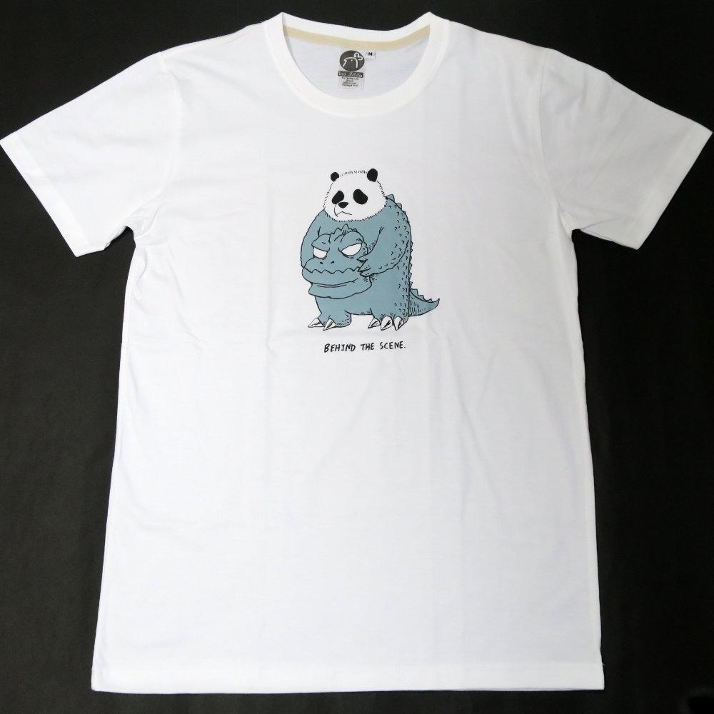 怪獣映画に出演中?パンダが可愛いBEHIND THE SCENE. Tシャツ