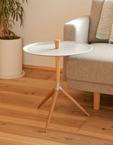 再放送中の超人気ドラマでおなじみのテーブルはKANAYA製