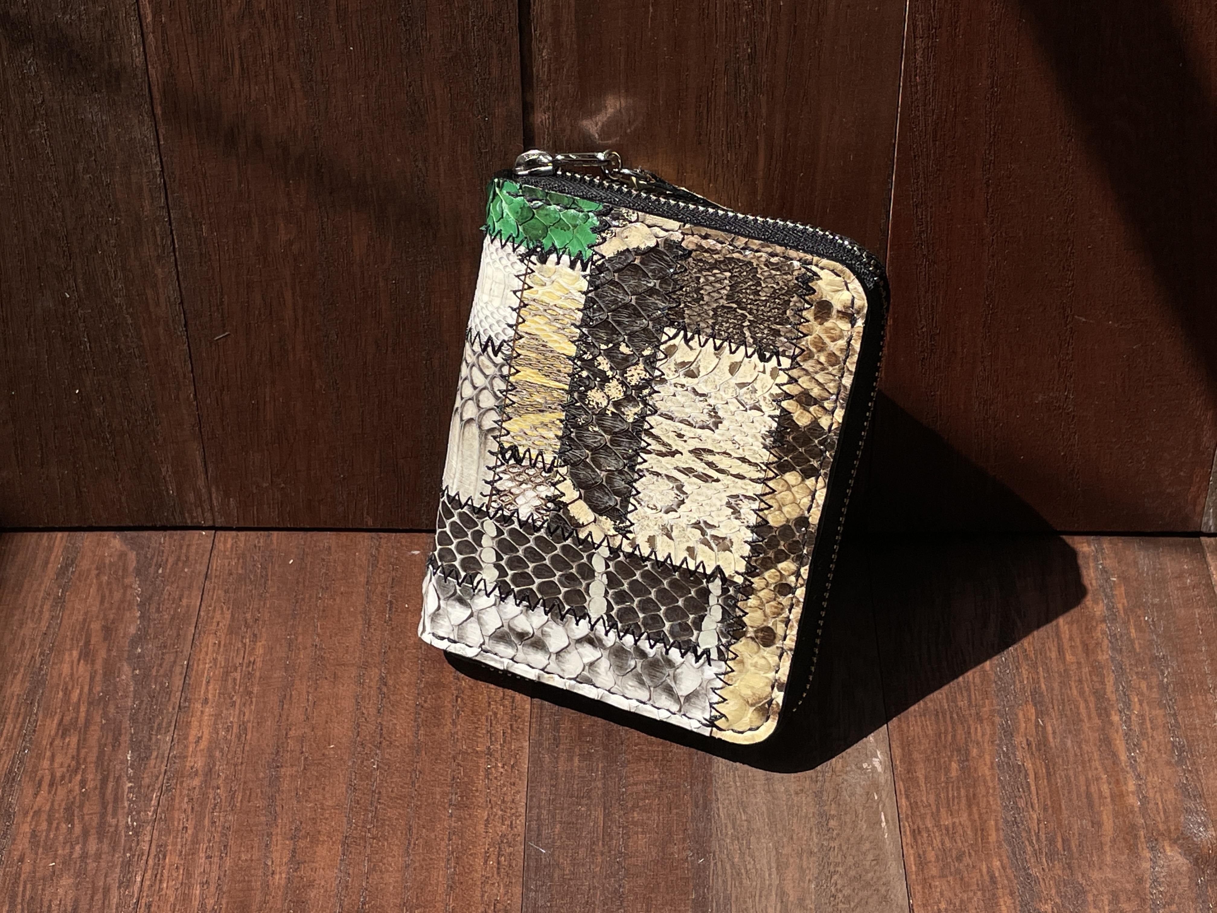 色々なヘビ革集めました!バラエティ豊かなヘビ革のラウンドファスナー二つ折り財布
