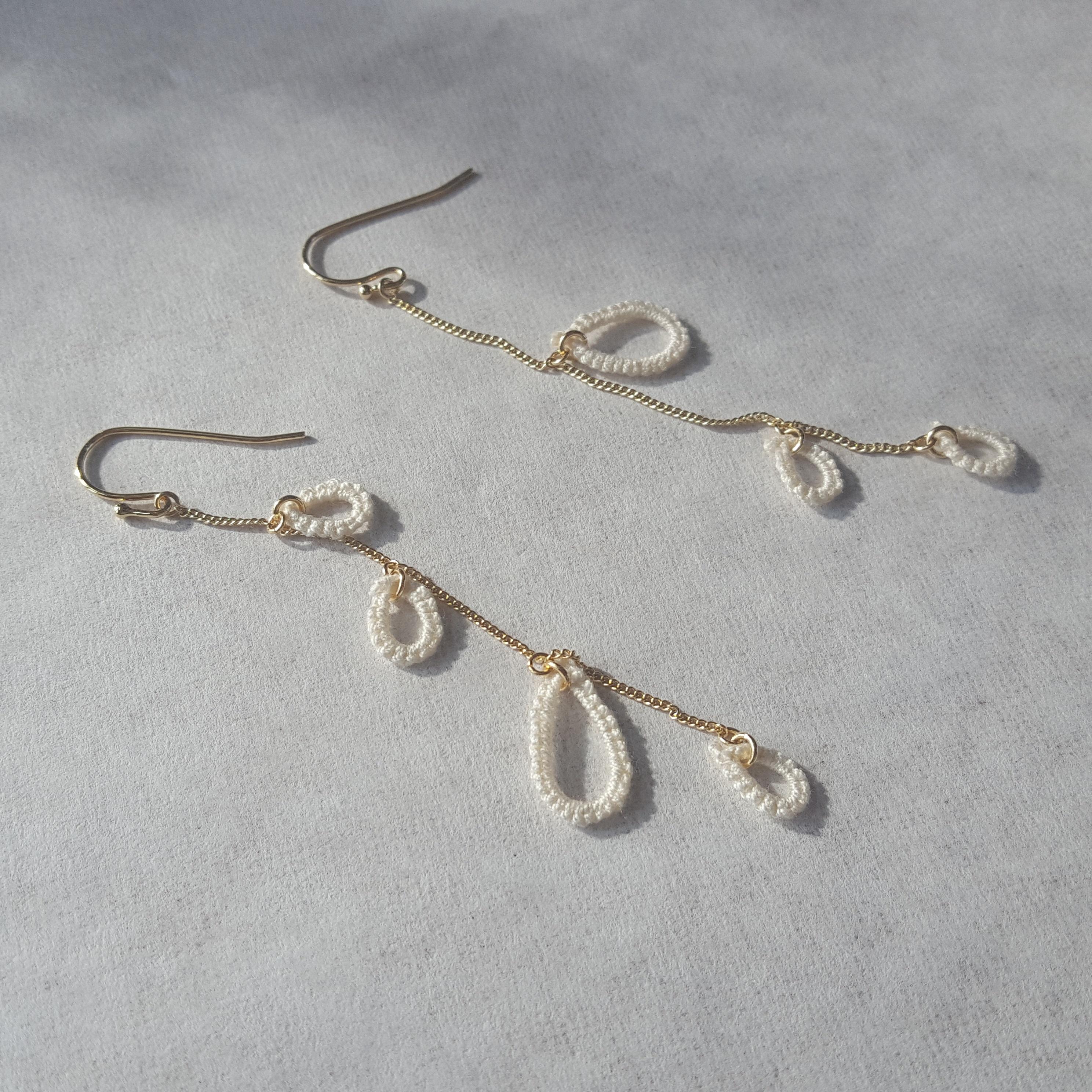 糸でつむぐやわらかさ|秋冬に手編みのアクセサリーでやさしさプラス
