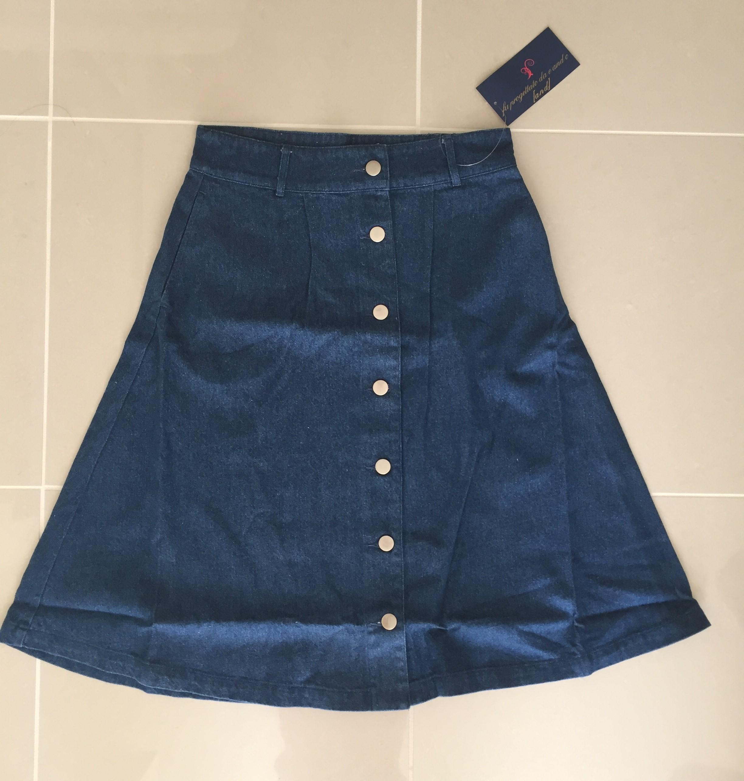 デニムのようなしっかり生地のミモレ丈サーキュラースカートがあなたの【Aライン】を際立たせます