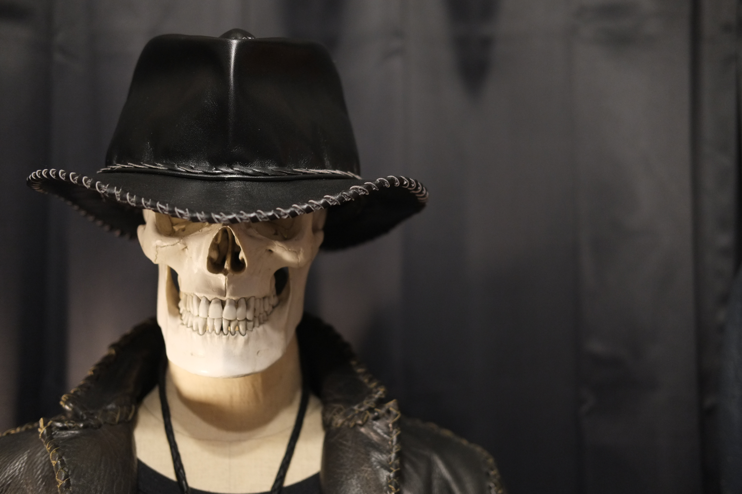 70'sロックファッションの世界観を現代に蘇らせたレザーハットBAL-HAT-NEO