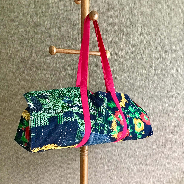 ヨガをもっと楽しむアイテム!着替えやタオルも入るリサイクルサリーのヨガバッグ。