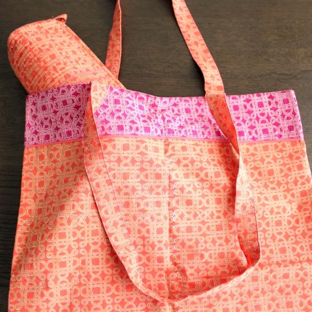 こだわりの秋色リバーシブルエコバッグ!コンパクトでかさばらない、2種類の柄が楽しめるデザイン