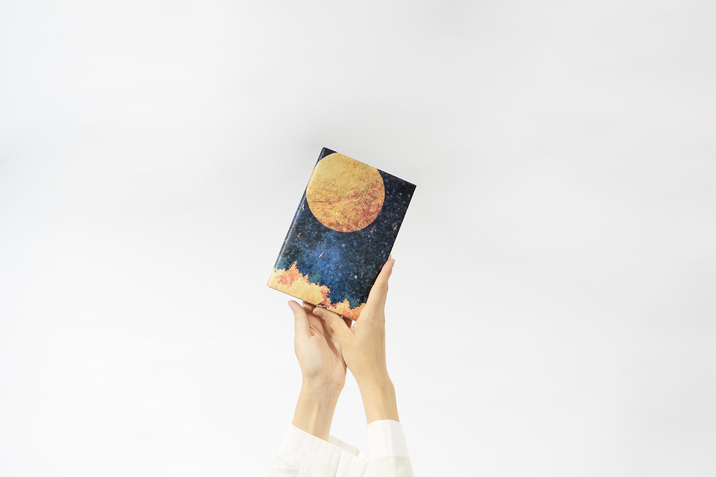 読書の秋。夜空と満月が描かれたブックカバーで、これからはじまる物語を包んでみませんか?
