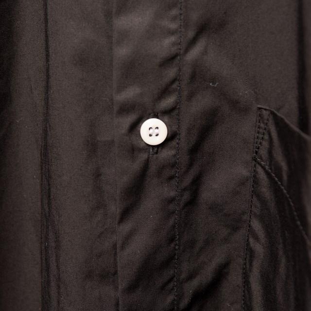 100年以上前に開発されたギャバジンという生地と400年以上前から続く名古屋黒紋付染めという伝統工芸
