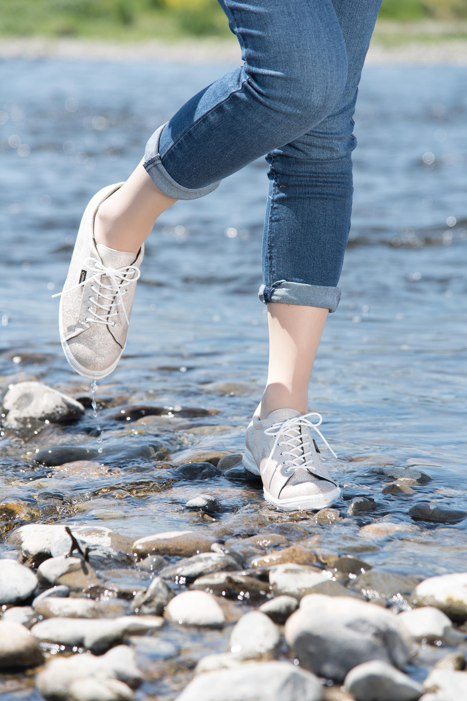 キャンプでもOK、街でもOKな  両方履けるおしゃれで機能的な靴をご紹介します♪