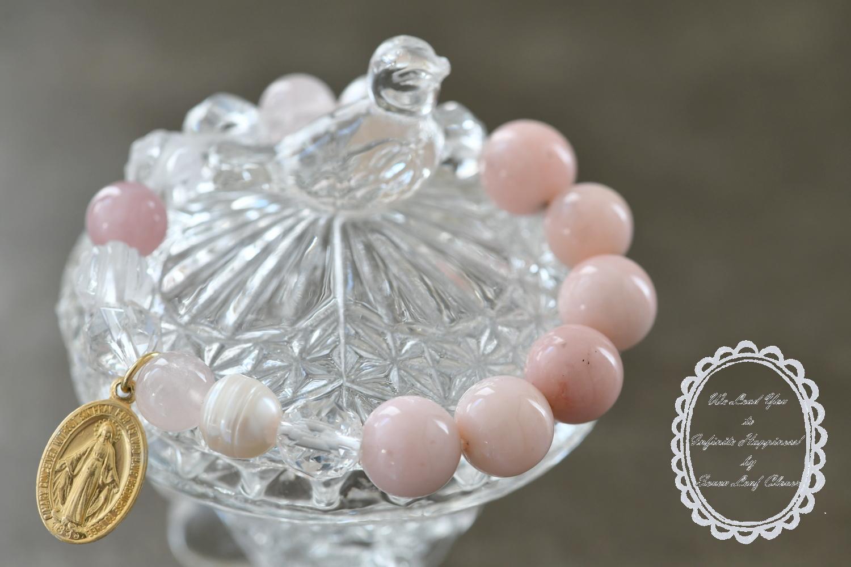 春からの遠距離恋愛を乗り越えて二人の関係性を安定させるのをサポートする桜色ブレスレット