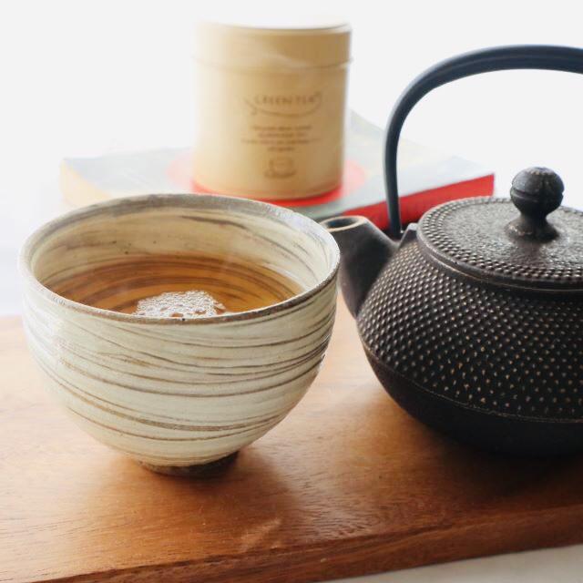 初秋、淹れたての華やかな香りのほうじ茶で、リラックス。