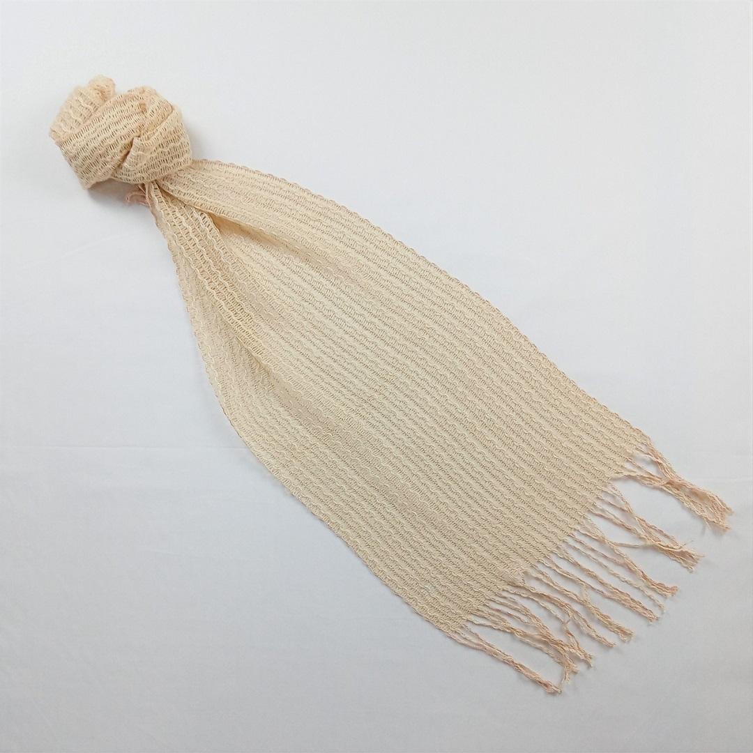 ベージュのスカーフ