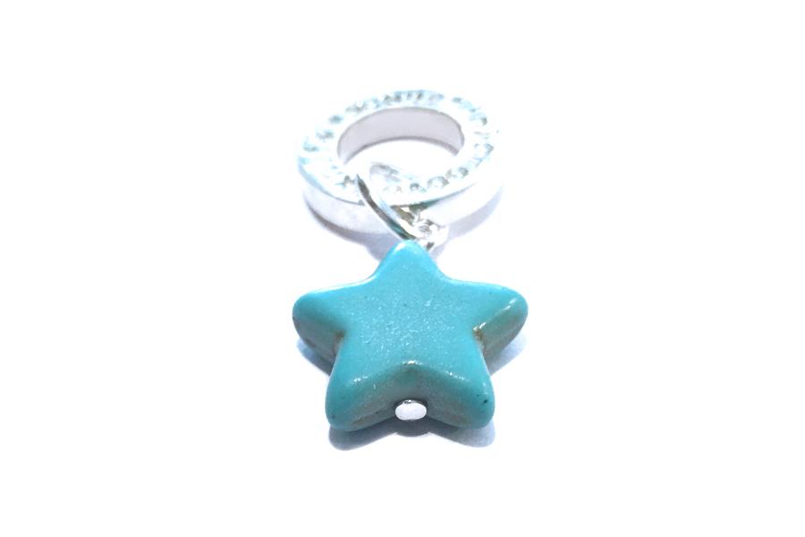 夜空に大きく輝く、星型に削り出したターコイズのペンダント!