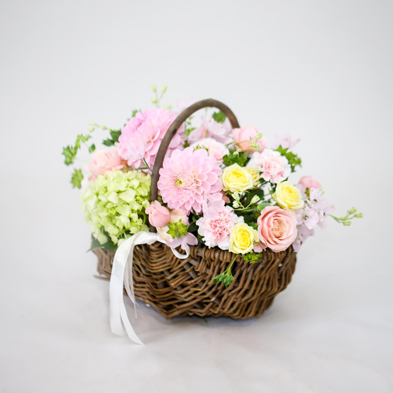 ピンクの花摘みバスケット