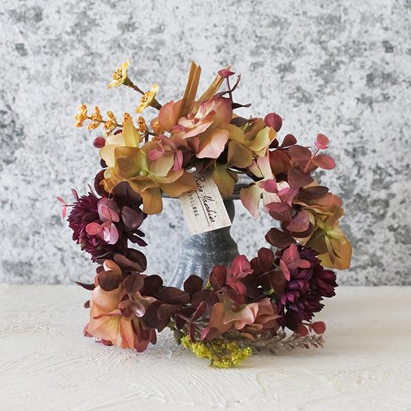 素敵な秋の気配を感じるワンコのための花かんむり。
