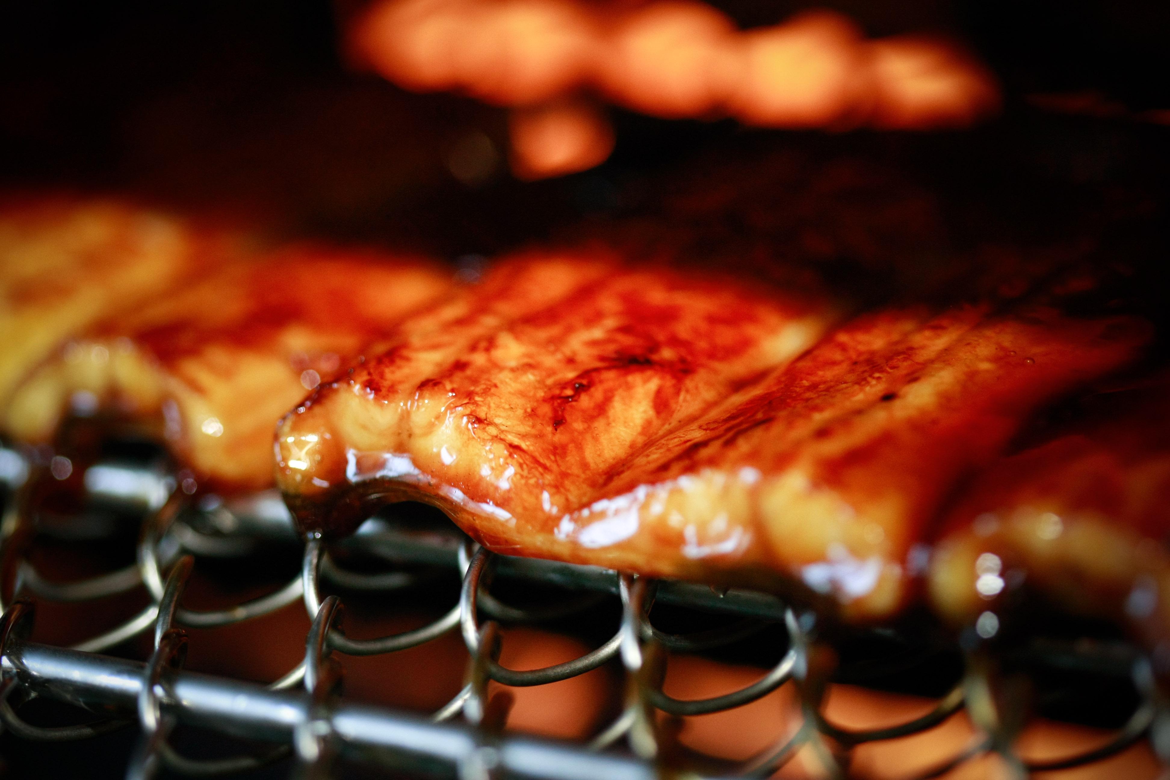 国産の美味しい鰻を静岡県の工場から直送でお届け致します!
